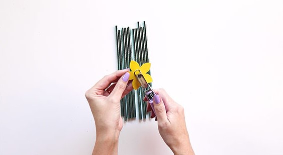 Step 1 - Burst of Spring Paper Straw Decor